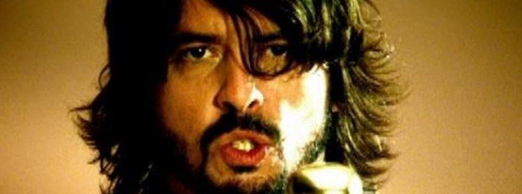 Dave Grohl sait qui devrait le jouer dans un film de Foo Fighters, et c'est parfait