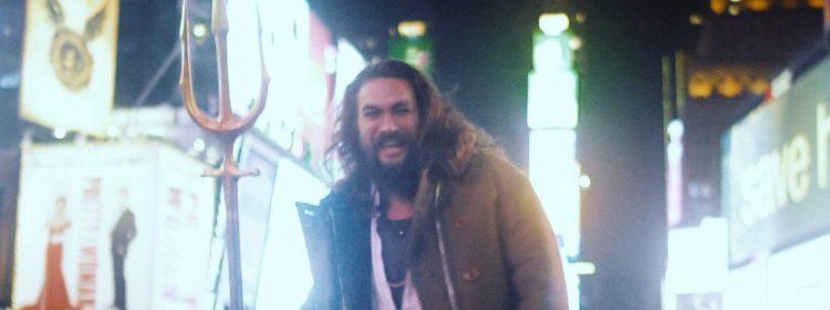 Jason Momoa surprend les fans lors de la projection du film Aquaman à New York