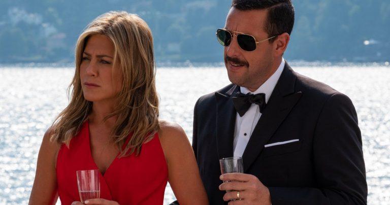 <pre>Premier regard sur Adam Sandler et Jennifer Aniston dans le meurtre mystérieux de Netflix