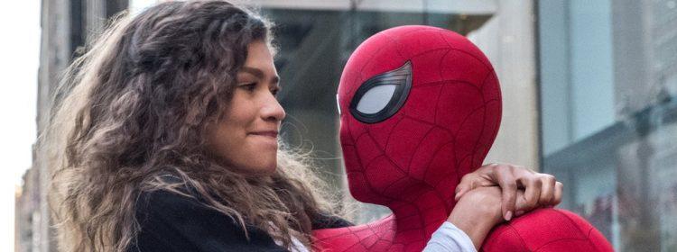 Zendaya atteint son paroxysme Mary Jane lors de la promotion de Spider: Man: loin de chez elle