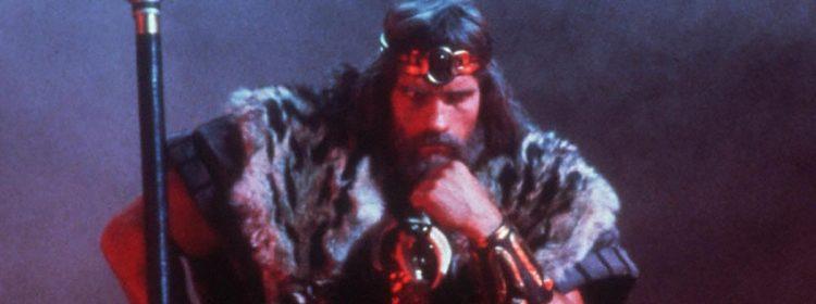 Schwarzenegger discute du scénario du roi Conan avec le réalisateur original John Milius