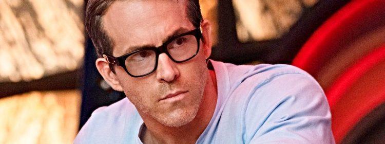 Premier regard libre de Ryan Reynolds canalisant son Clark Clark intérieur