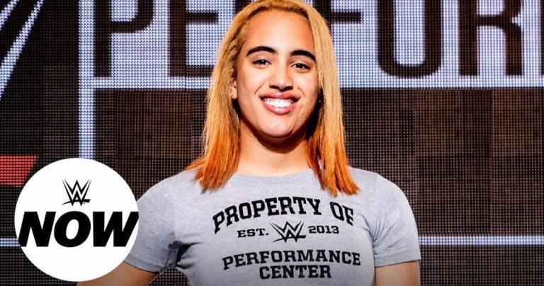 Simone Johnson, la fille de 18 ans du Rock, signe officiellement avec la WWE