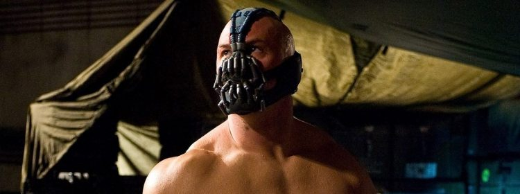 Les masques sur le thème de Bane de The Dark Knight Rises se vendent comme des fous