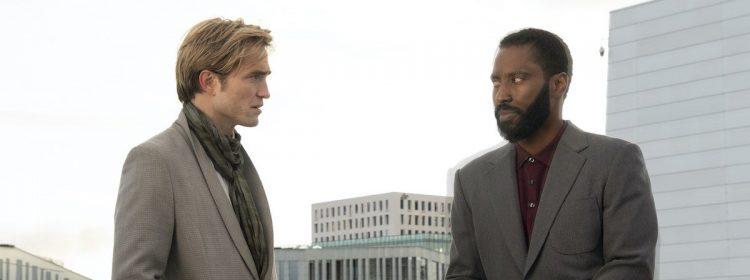 Robert Pattinson a une façon colorée de décrire le complot sauvage de Tenet, y compris les bombes F