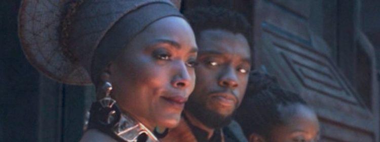 Angela Bassett se souvient d'avoir bouclé la boucle avec Chadwick Boseman pour Black Panther