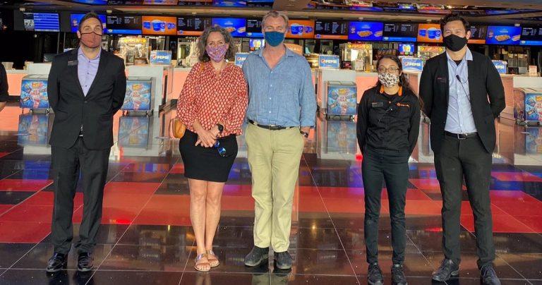 Christopher Nolan se rend deux fois au cinéma pour soutenir les cinémas, mais n'a pas regardé Tenet