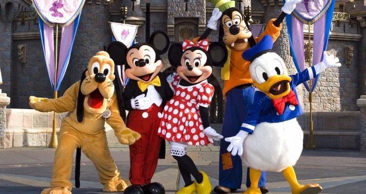 Disneyland est prêt à rouvrir et à travailler activement avec le gouverneur de Californie pour y arriver