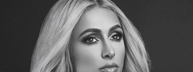 Paris Hilton révèle une vraie voix et prétend qu'elle a simulé un acte de blonde stupide
