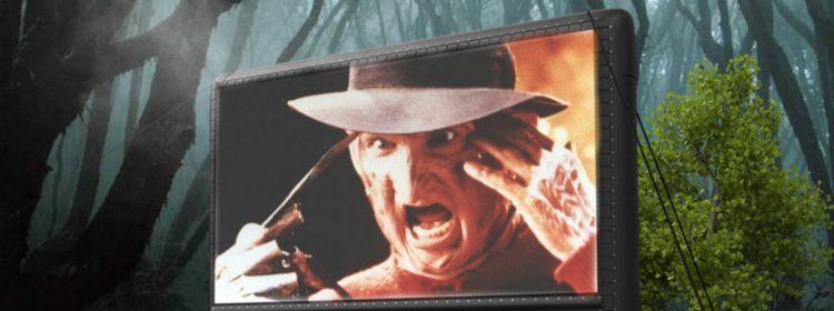 Un nouveau cinéma éphémère présente des films d'horreur dans une forêt d'Halloween