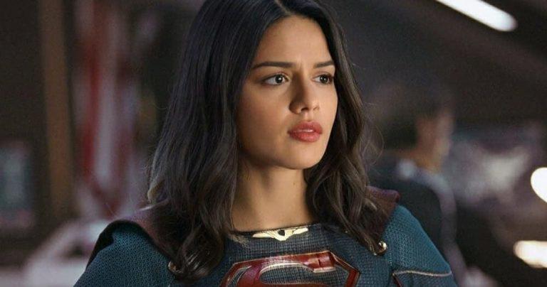 Sasha Calle s'habille en Supergirl dans les dernières photos du film Flash