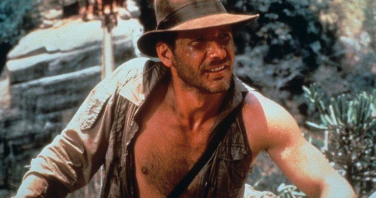 Harrison Ford aperçu portant une écharpe à la suite d'une blessure à Indiana Jones 5