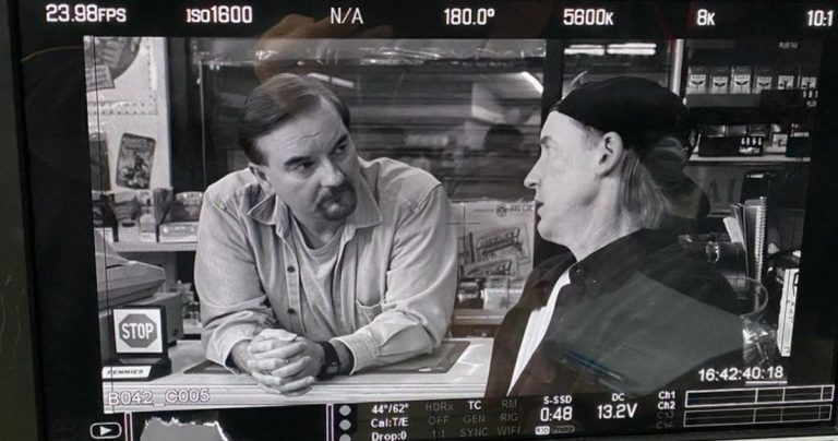 Clerks III devient méta en recréant des plans du film original