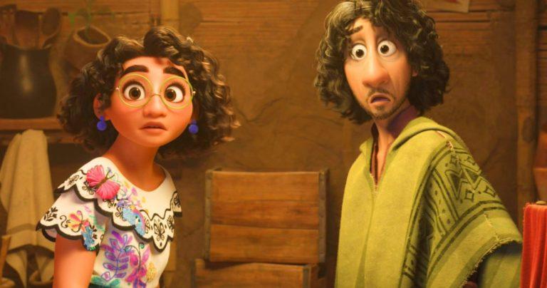 La bande-annonce n°2 d'Encanto de Disney présente John Leguizamo dans le rôle de Doomsayer Oncle Bruno
