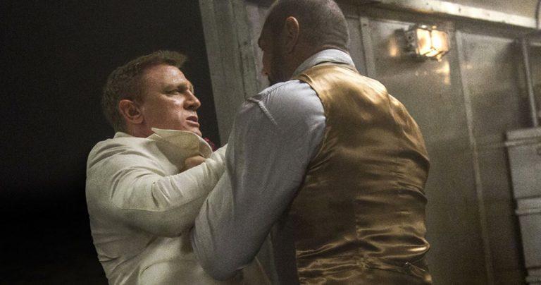 Dave Bautista montre le nez cassé que Daniel Craig lui a offert sur le tournage de Spectre